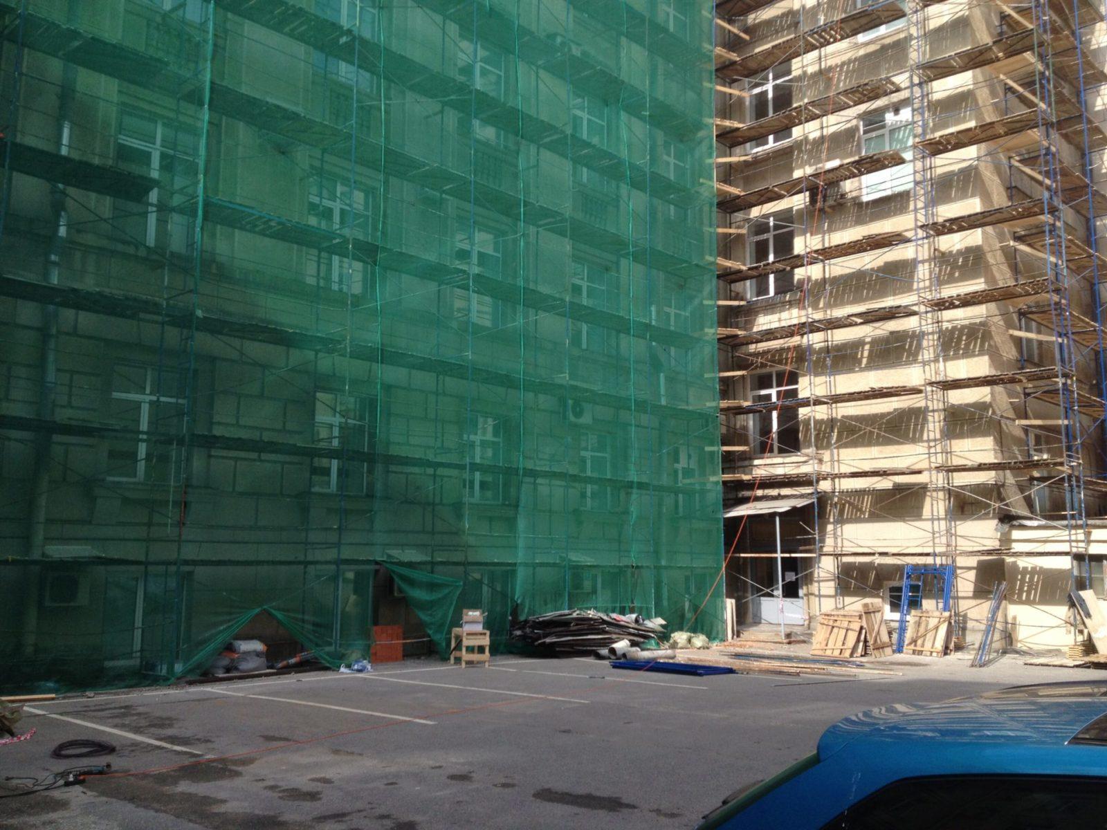 Расшивка трещин штукатурного слоя с последующим ремонтом и восстановлением декоративных картин фасада