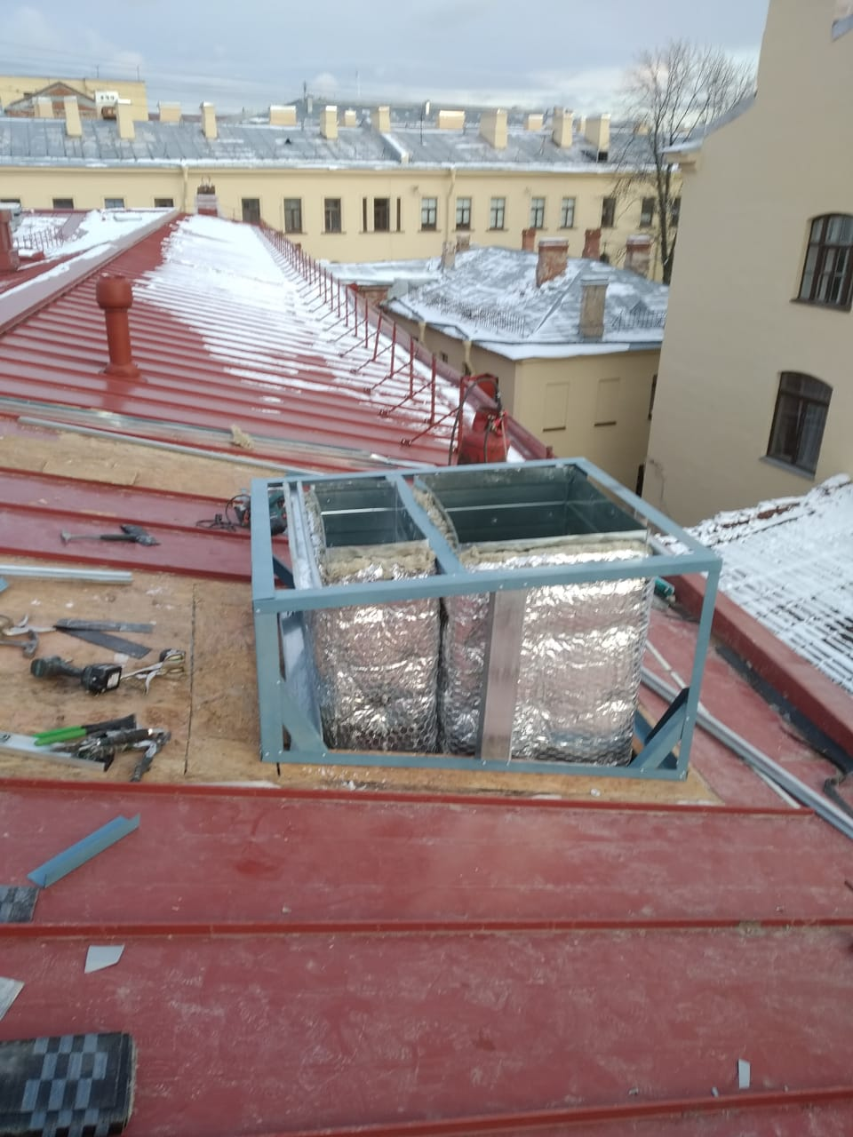 Стоимость монтажа вентиляционных каналов кровли здания с частичной заменой пирога кровли в СПб