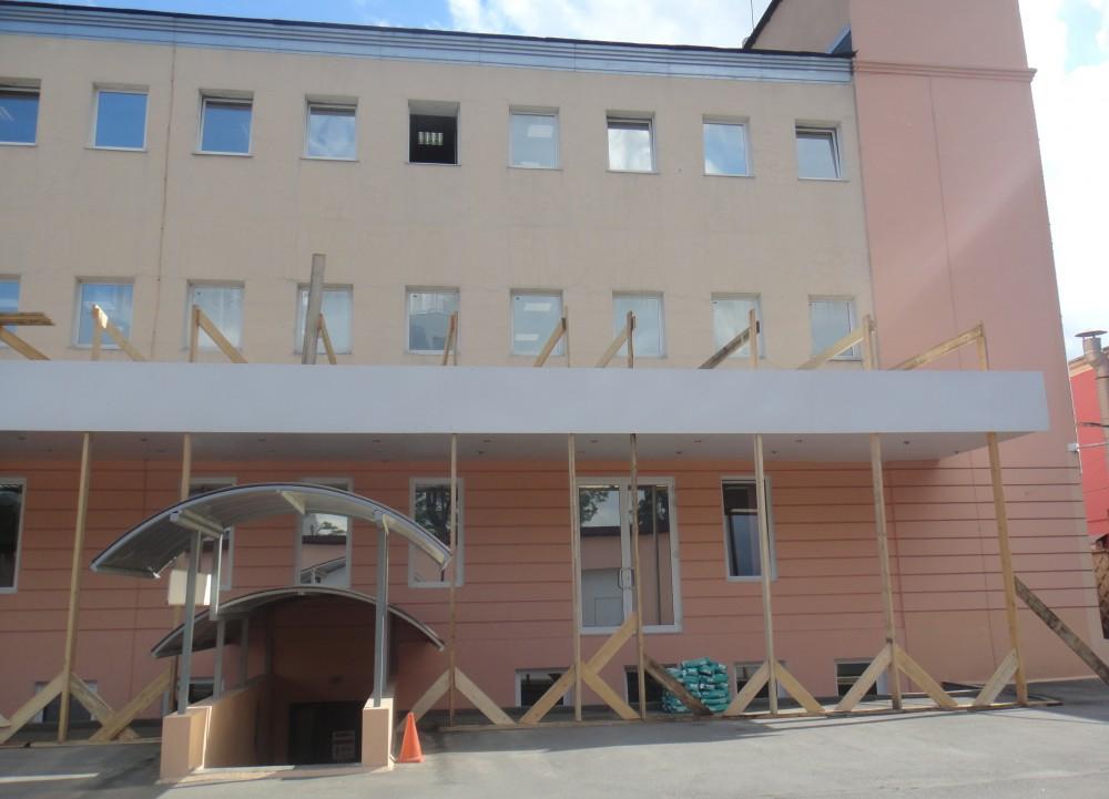 Качественно выполненные фасадные работы для офисного здания для ЗАО «ЦТО-ККМ, СПб» в С-Петербурге