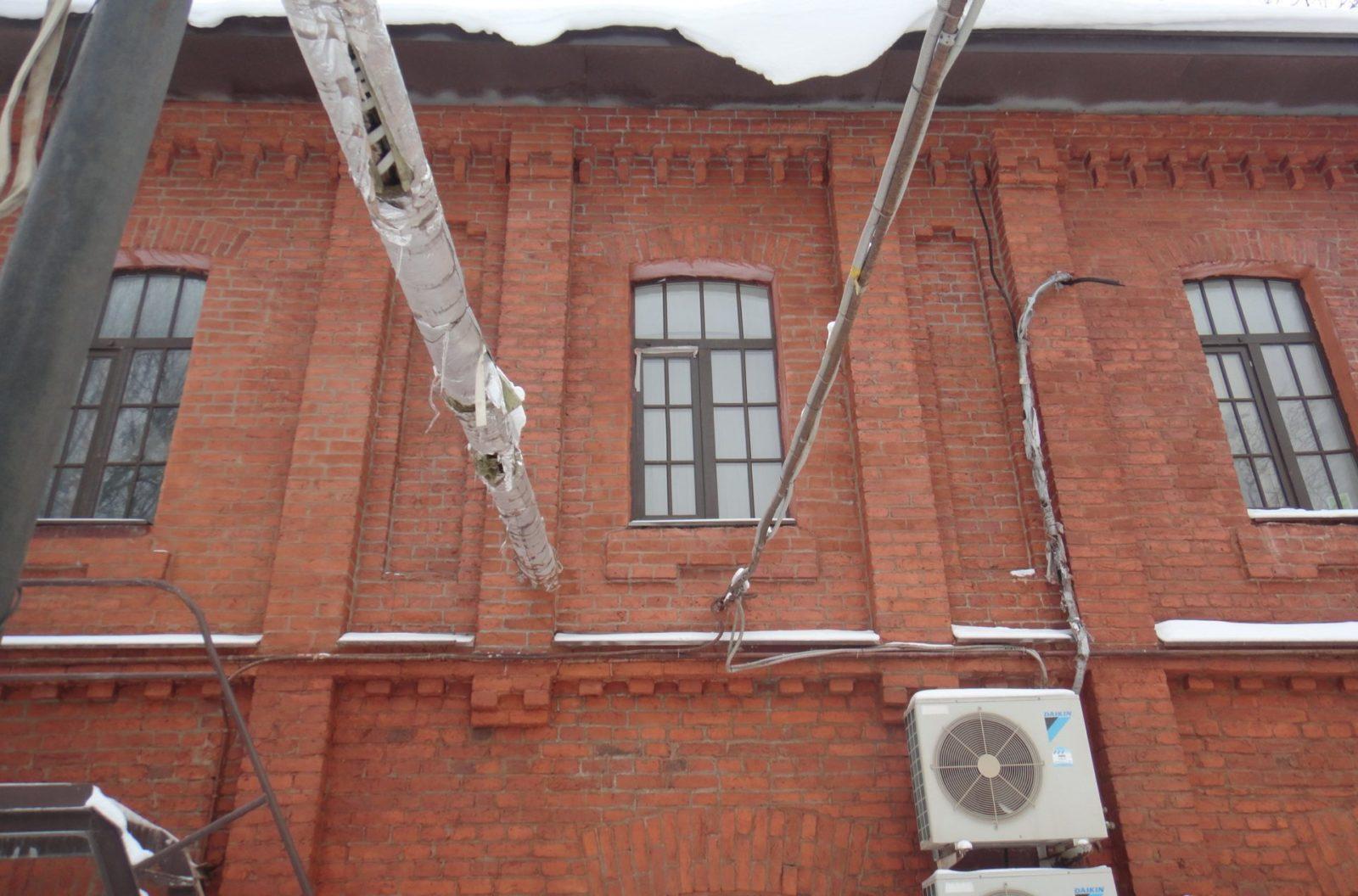Выполнение работ по реставрации кирпичного фасада здания в Петербурге