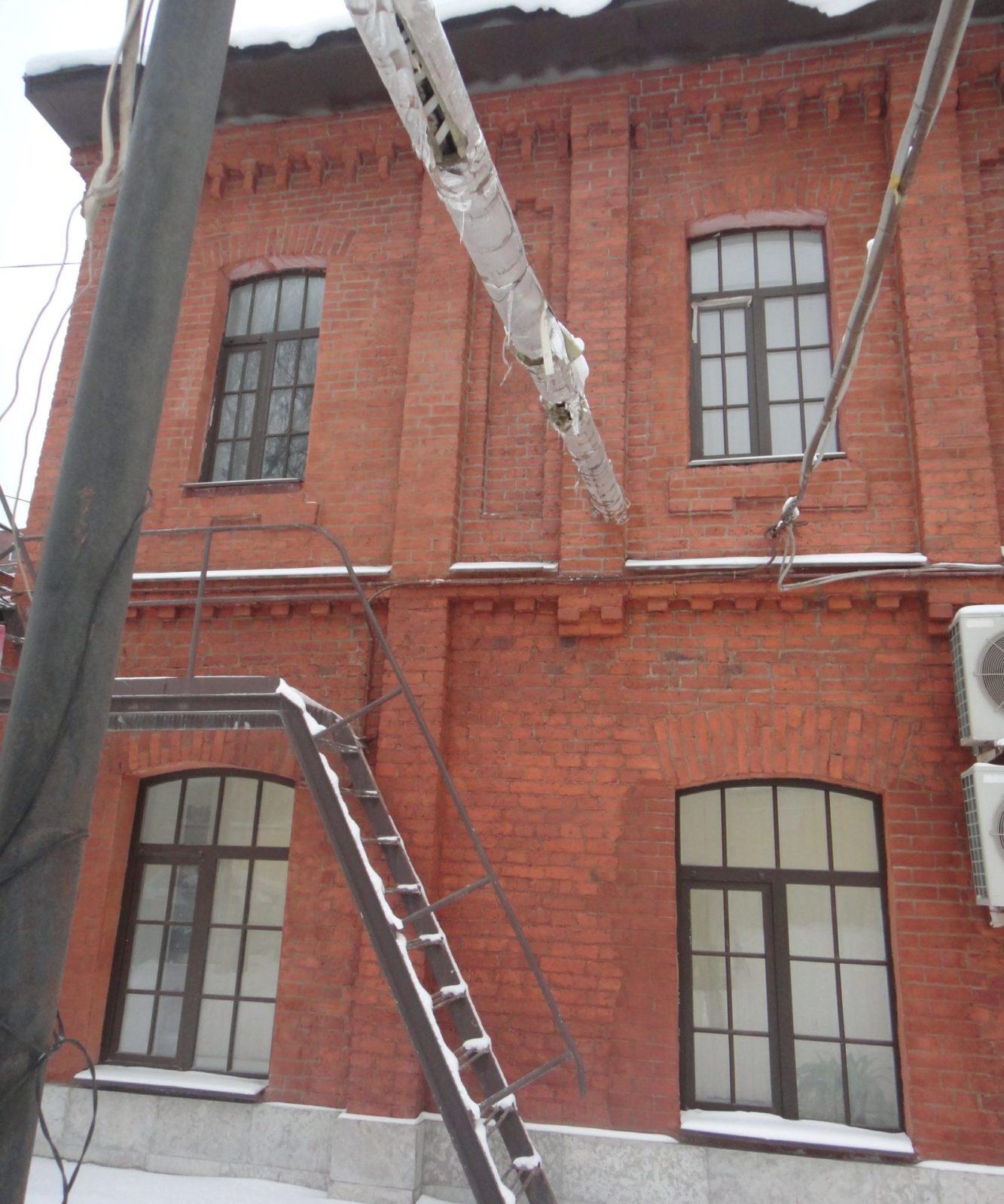 Выполнение работ по реставрации кирпичного фасада здания в СПб