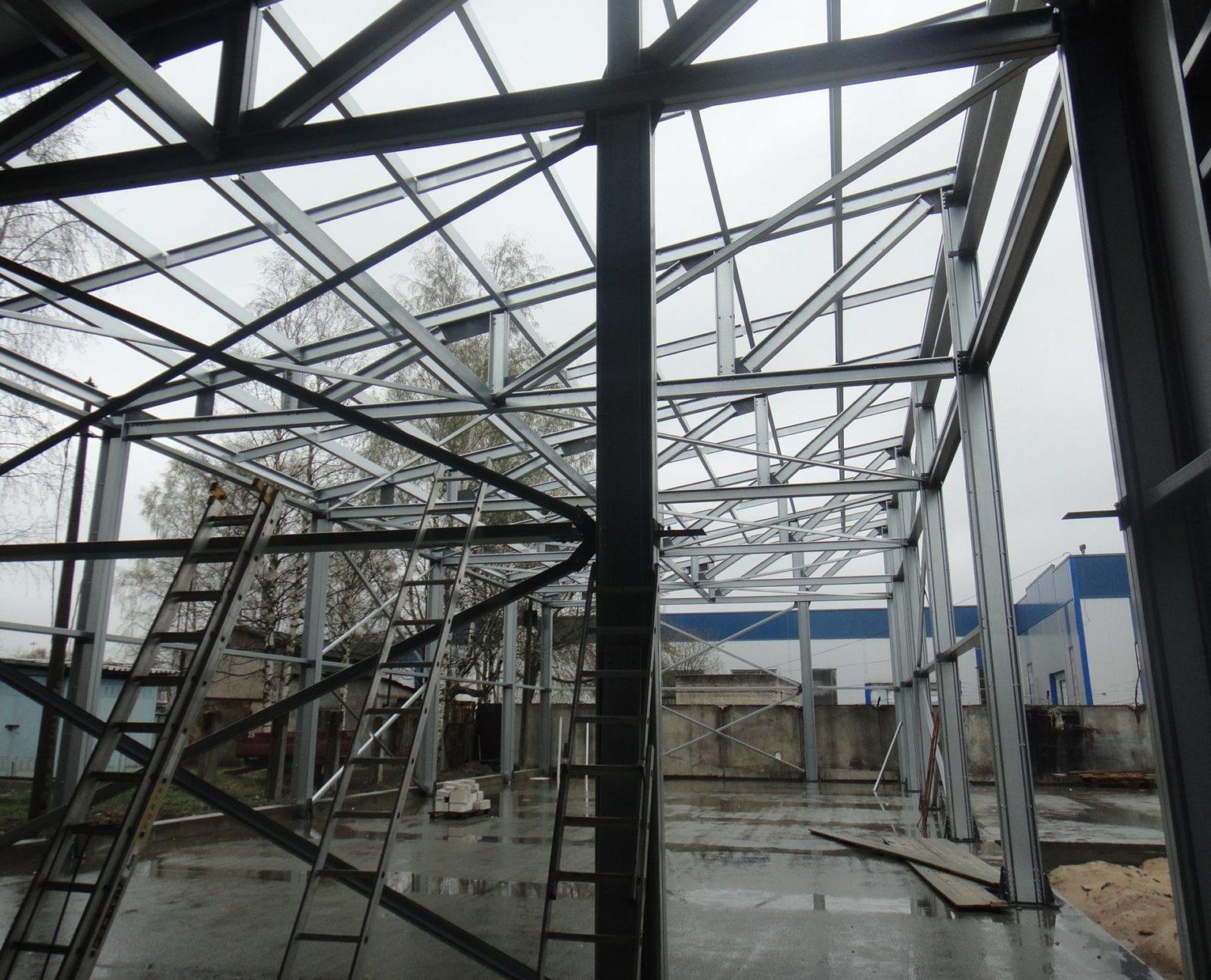 Монтаж металлического каркаса здания