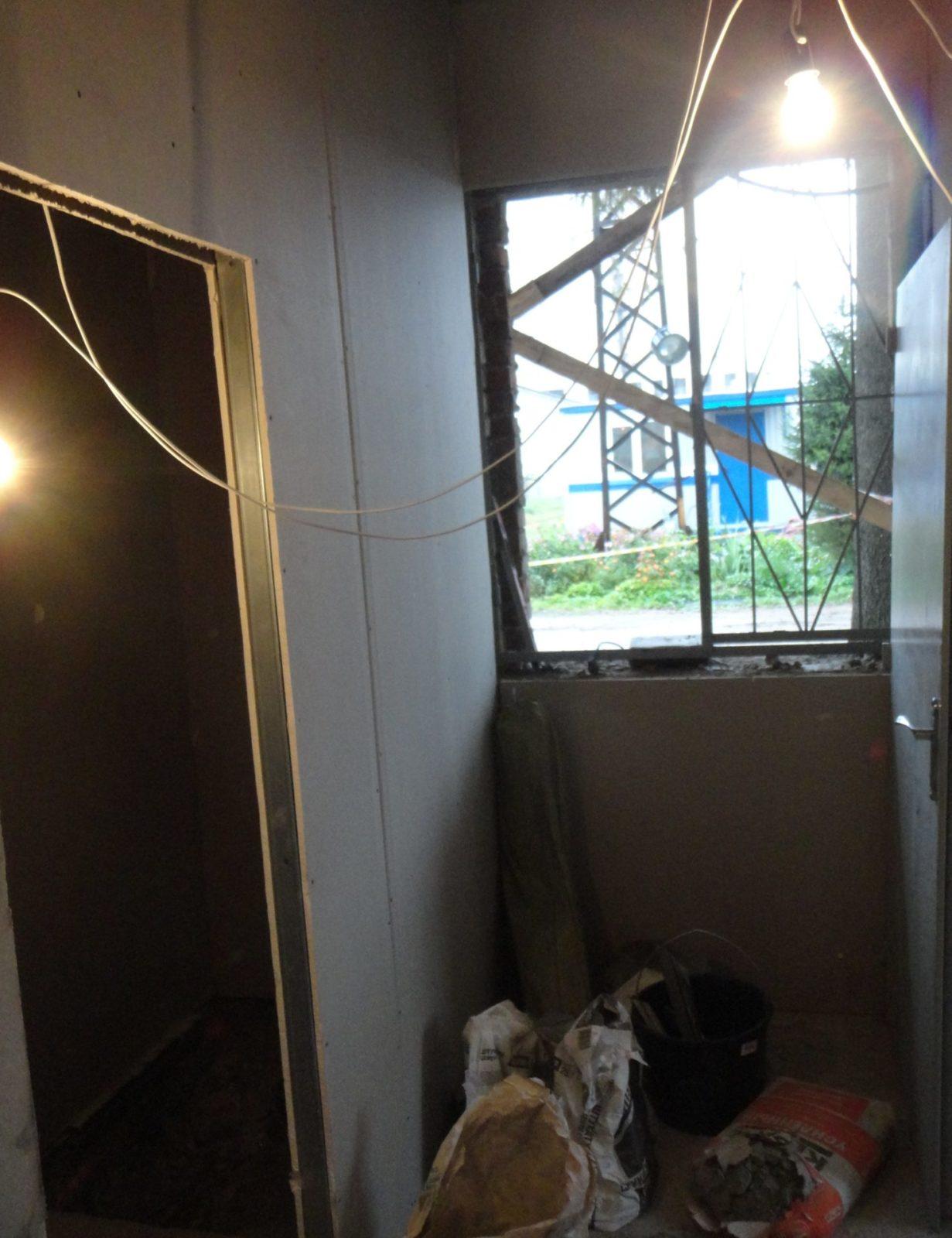 Замена стеклоблоков на окна из ПВХ на пропускном пункте