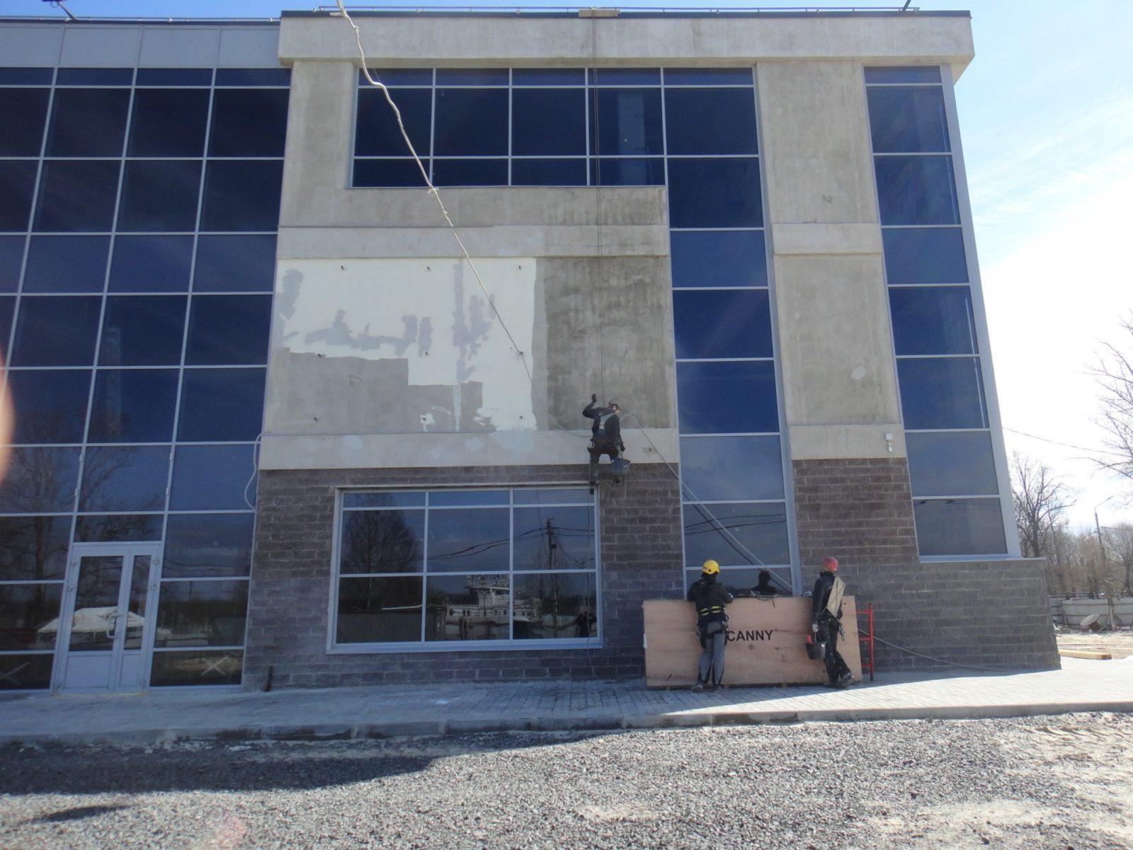 Выполнены работы косметического характера по устройству нового штукатурного фасада для Торгово-Развлекательного Комплекса