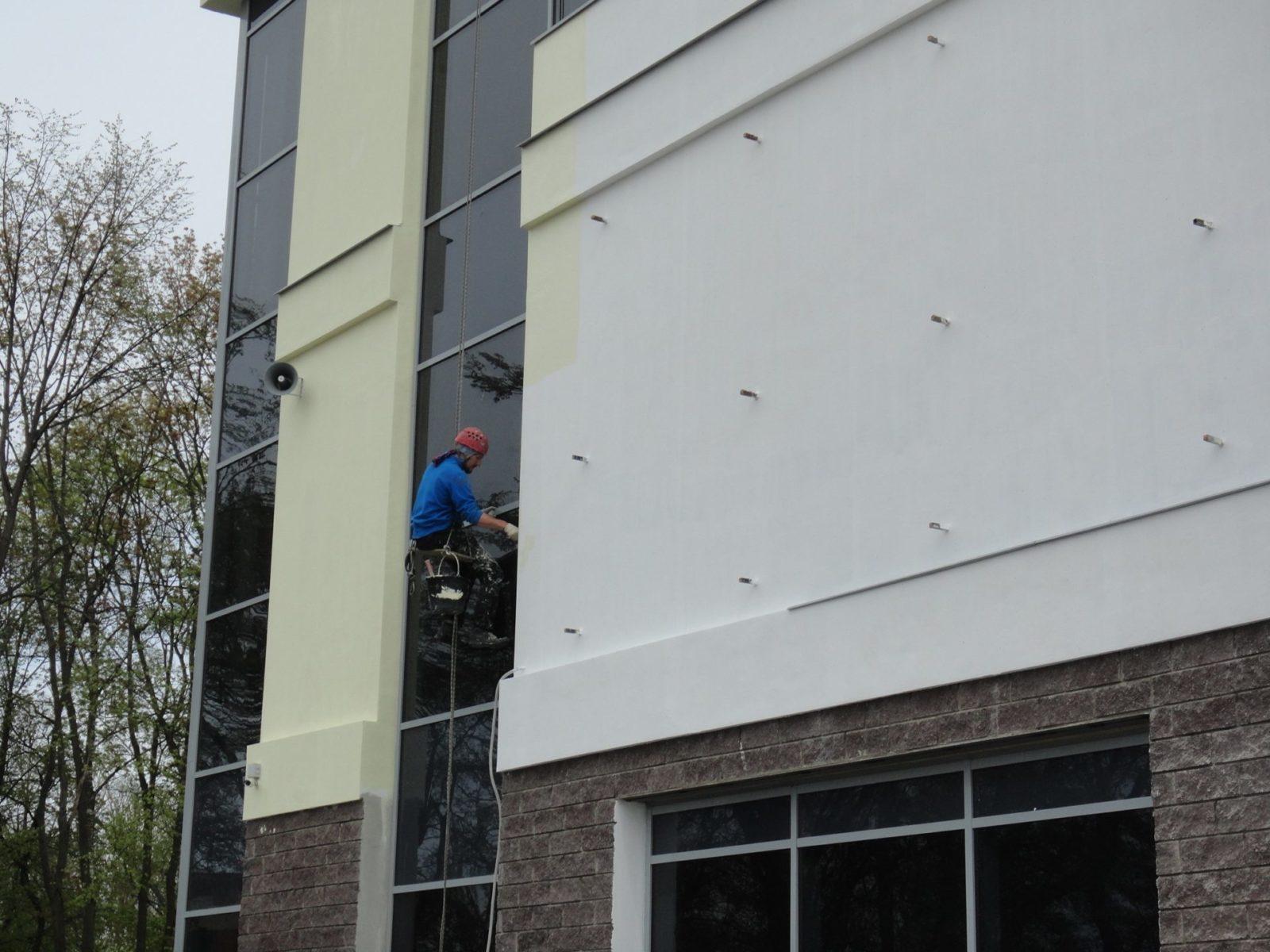 Выполнены работы косметического характера по устройству нового штукатурного фасада для ООО «АСК Цитадель» в Петербурге