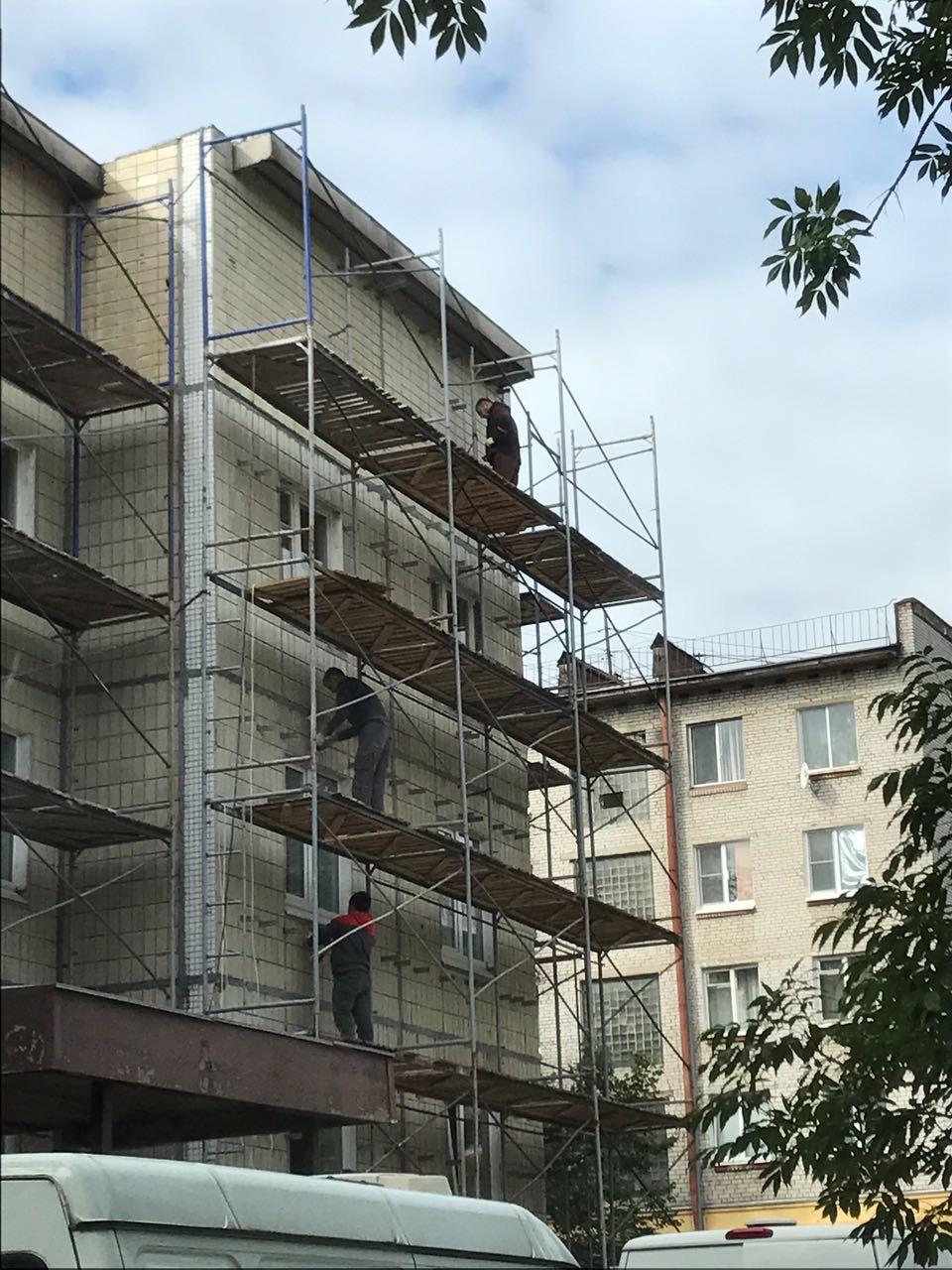 Устройство вентилируемого фасада здания Центра занятости вг. Гатчина для Администрации г. Гатчина