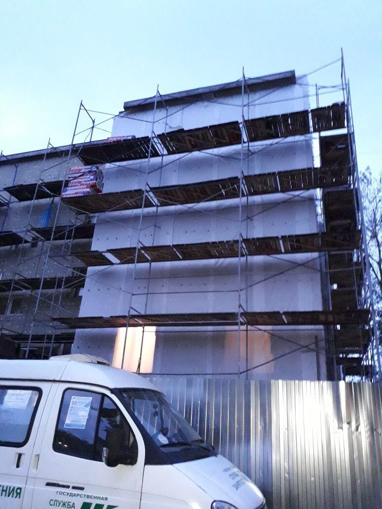 Качественные работы по устройству вентилируемого фасада здания Центра занятости вг. Гатчина, ЛО