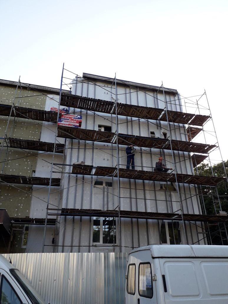 Качественное выполнение работ по устройству вентилируемого фасада здания Центра занятости вг. Гатчина, ЛО