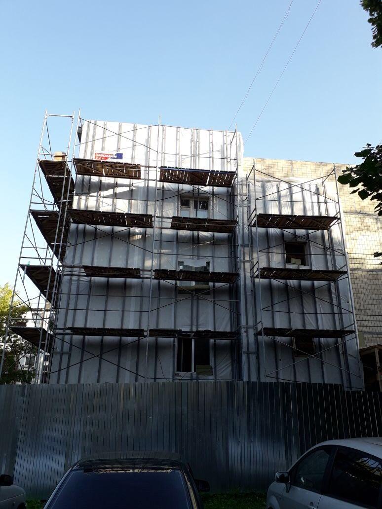Качественное выполнение работ по устройству вентилируемого фасада здания Центра занятости вг. Гатчина
