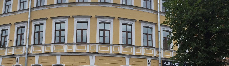 Качественно выполненные работы по покраске фасада здания
