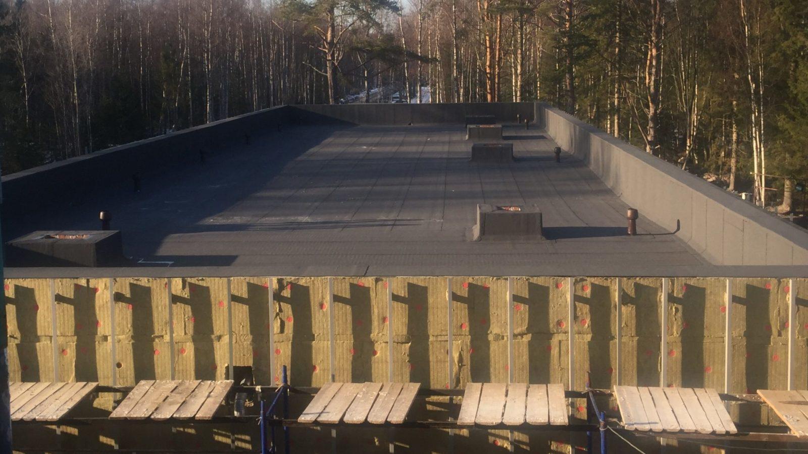 Качественные работы по строительству кровли в Лен Области, общий объем: 1 500 м2.