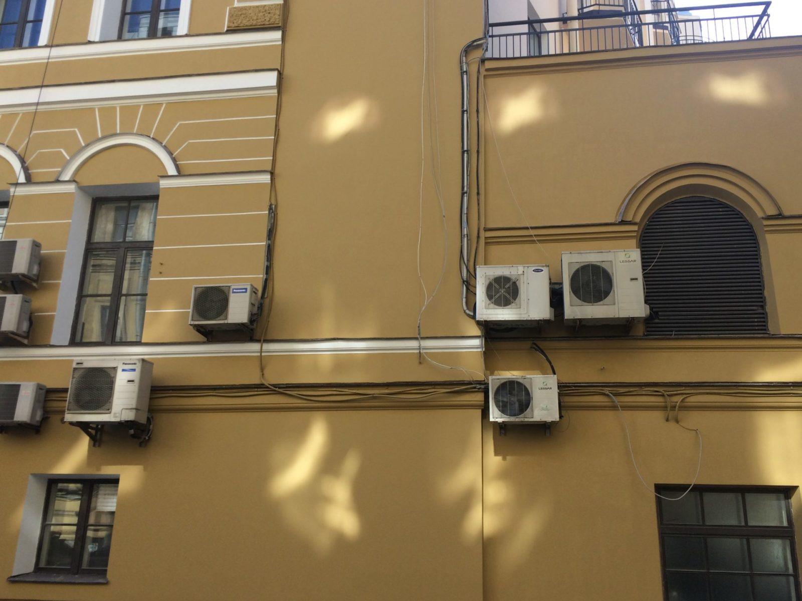 выполнен косметический ремонт части фасада здания Консульства Нидерландов в Петербурге