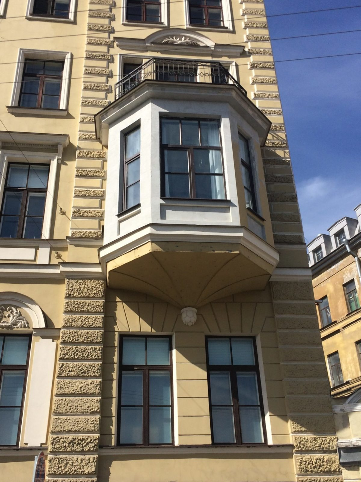 Отремонтированы эркеры фасада здания консульства Нидерландов