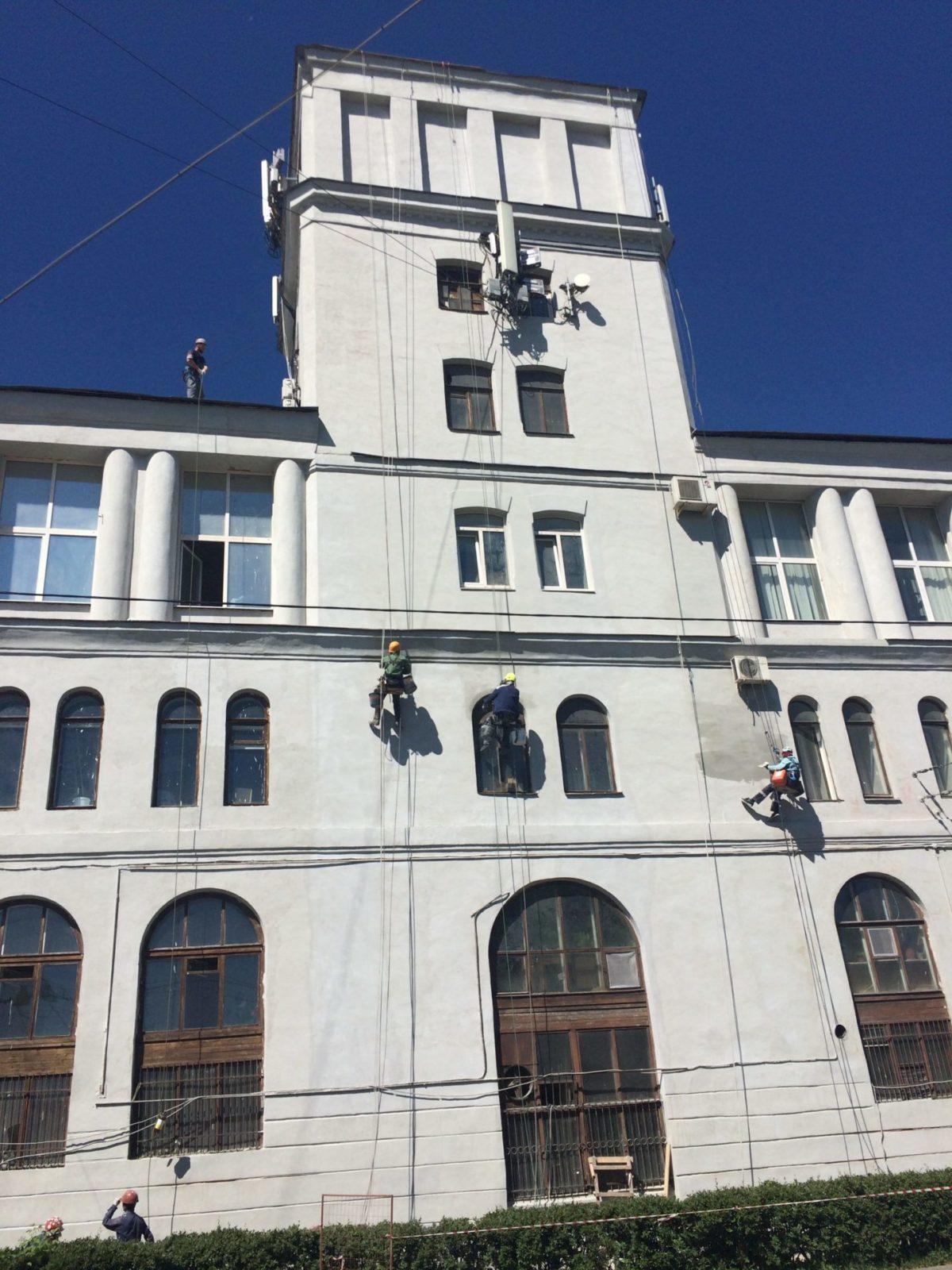 """Мойка фасада здания АО """"Светлана-Рентген"""""""