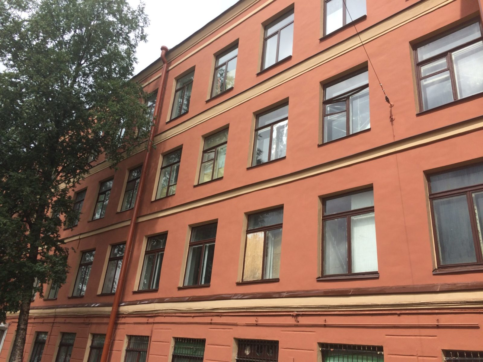 """Выполнение работ по замене отливов на окнах и декоративных элементах для АО """"Светлана-Рентген"""" в СПб"""