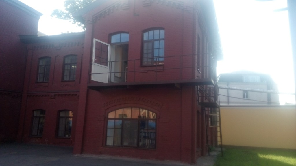 """на объекте производственного корпусаОАО """"Невская Косметика"""" были выполнены работы по реставрации кирпичного фасада здания"""