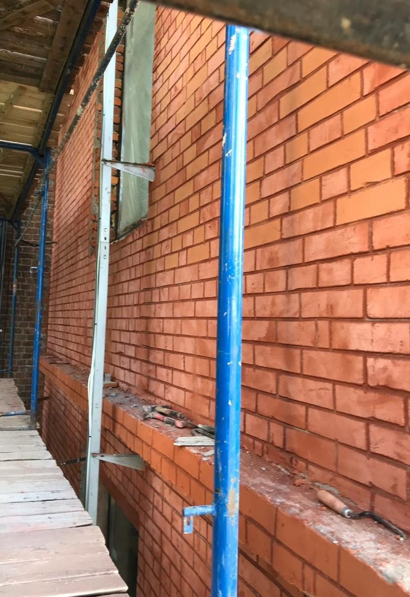 Качественный ремонт кирпичного фасада на Заставской 33 в СПб