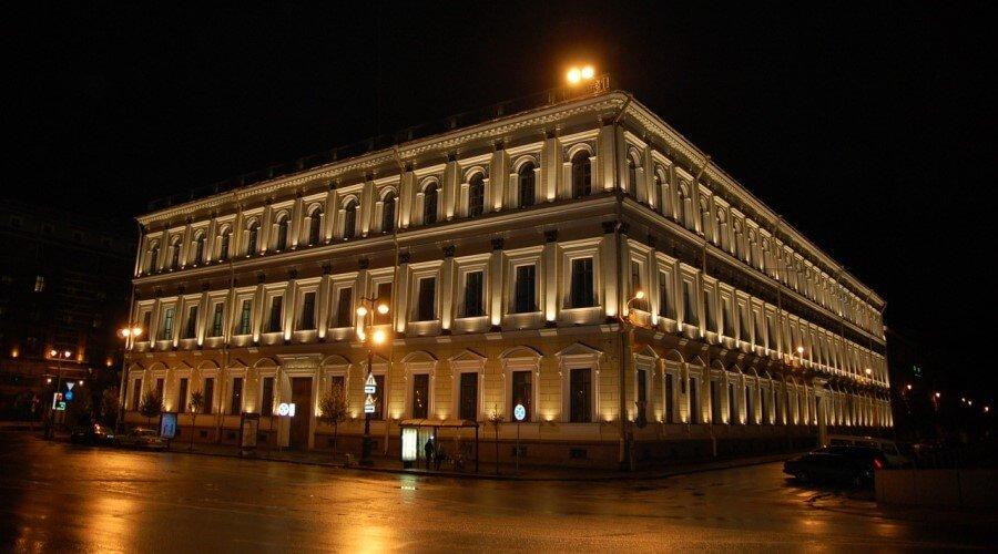 Контурное освещение фасада