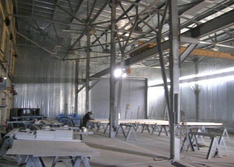 Металлокаркас для утепленной пристройки окрасочного участка к корпусу завода