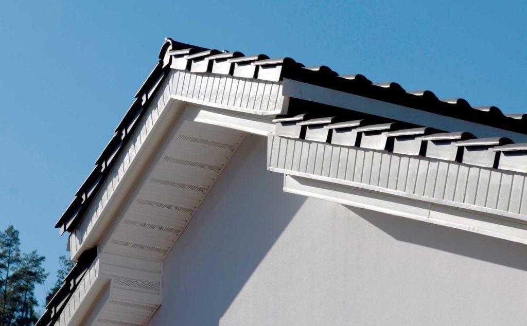 Подшивка свесов крыши в Санкт-Петербурге