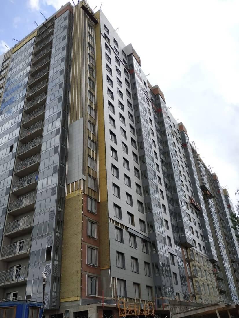 Проведен качественный ремонт вентилируемого фасада здания с облицовкой из керамогранитных плит в СПб