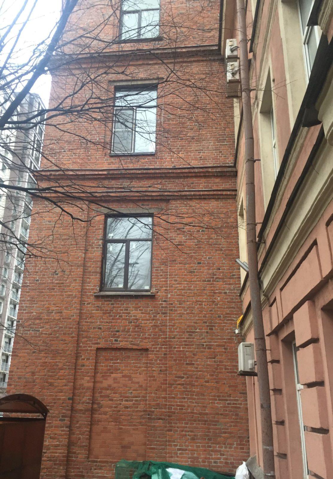 Проведен капитальный ремонт кирпичного фасада а Заставской 33 в СПб