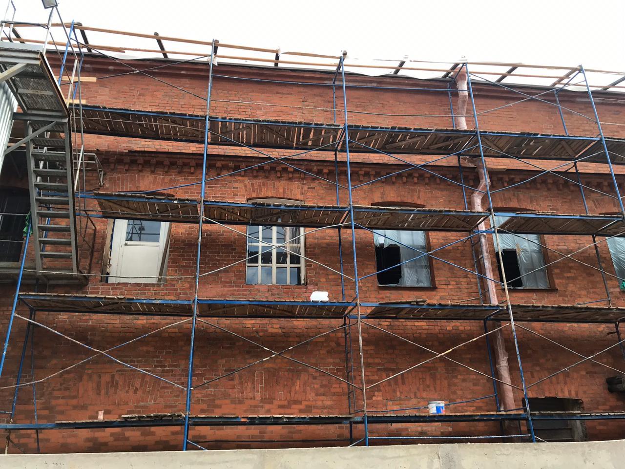 Проведен ремонт фасада здания в Петербурге
