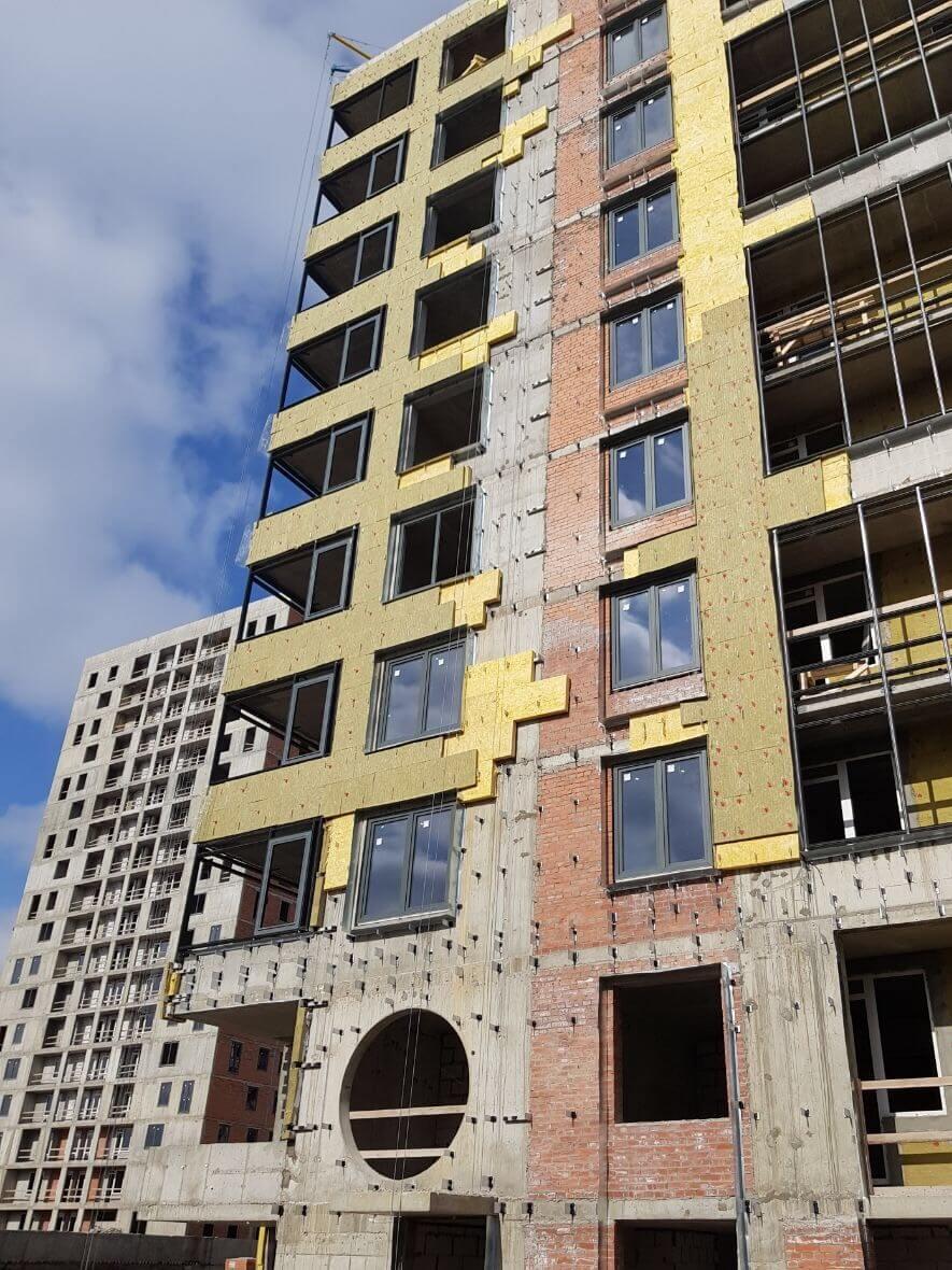 Проведены работы вентилируемых фасадов зданий в СПб