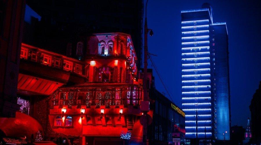 RGB подсветка фасада современных строений