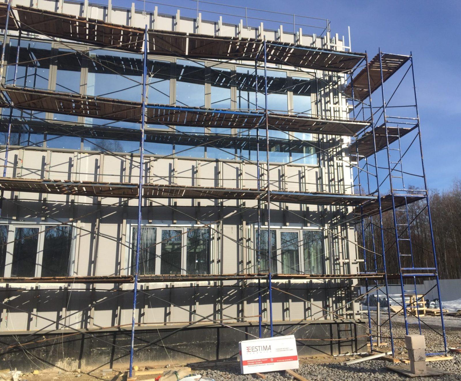 Работы по устройству вентилируемого фасада здания керамогранитными плитами в СПб