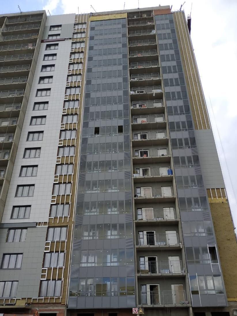 Работы по устройству вентилируемого фасада здания с облицовкой из керамогранитных плит в СПб