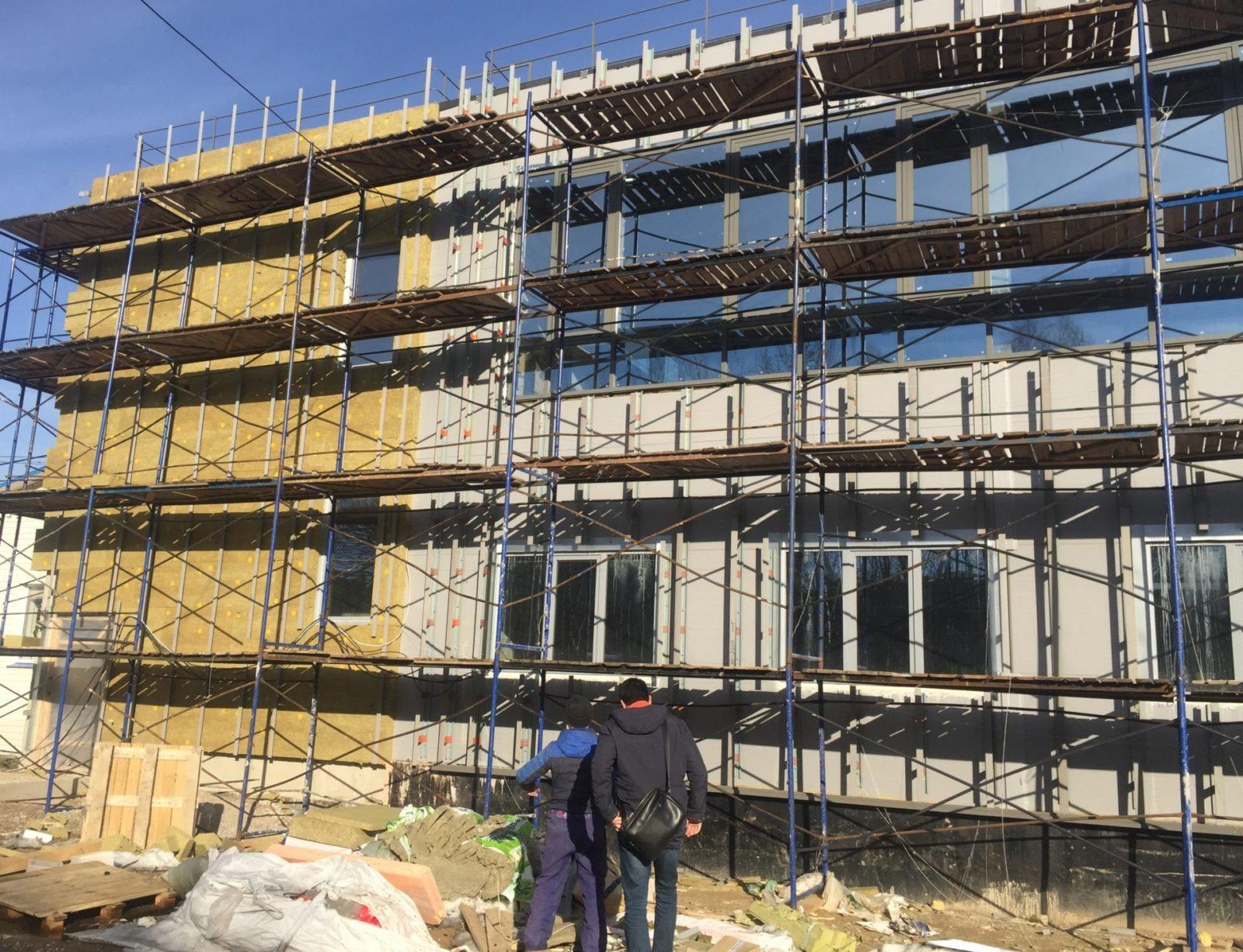 Ремонт фасада керамогранитными плитами по сэндвич-панелями в СПб и Лен.области