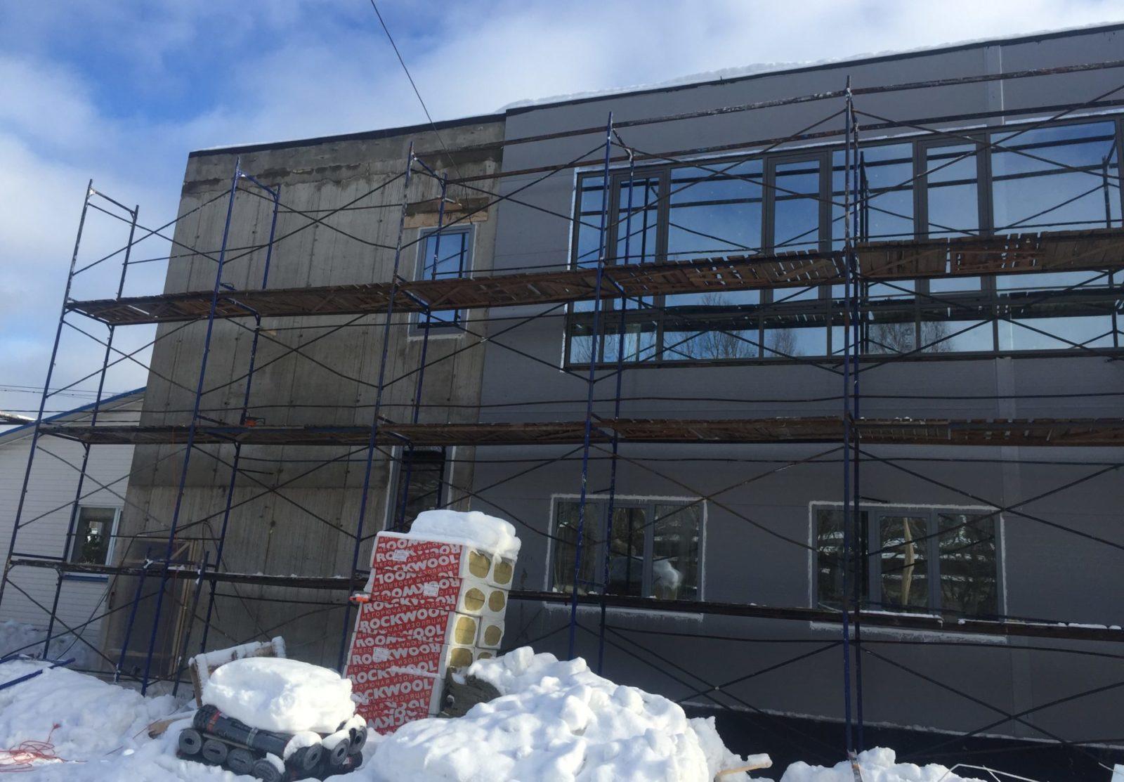 Ремонт фасада здания керамогранитными плитами в СПб