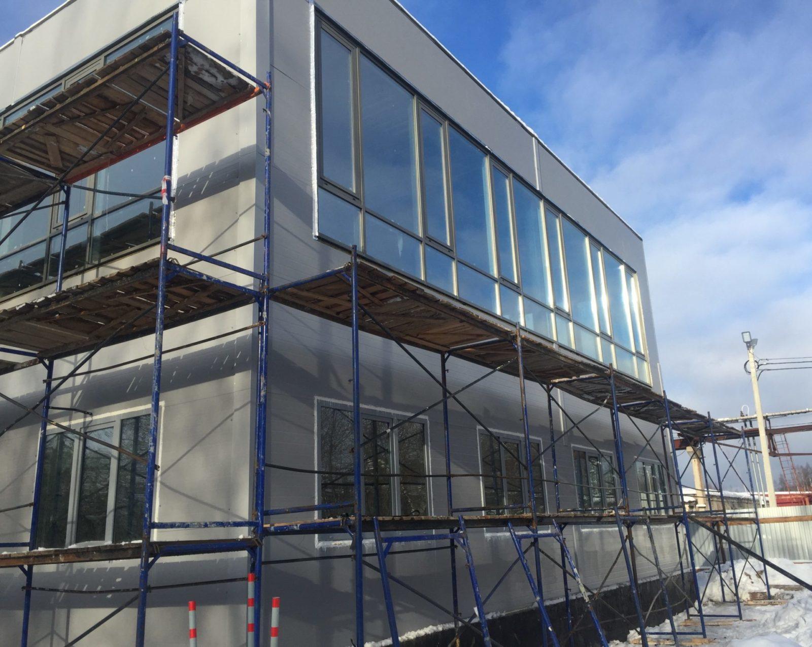 Ремонт фасада здания керамогранитными плитами по сэндвич-панелями СПб