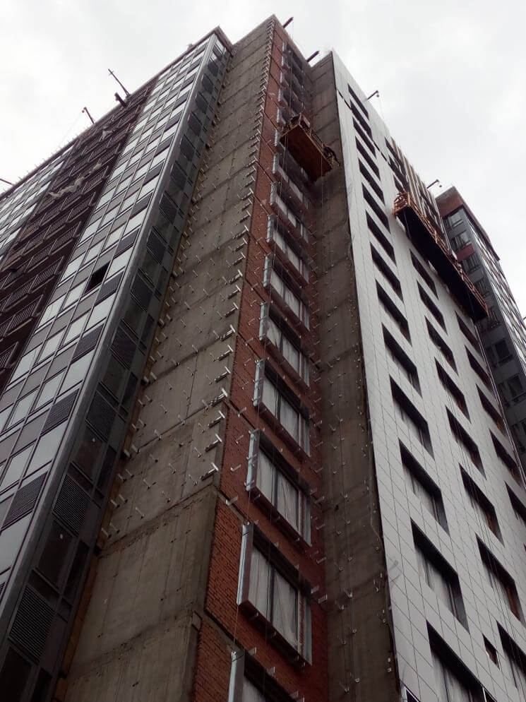 Ремонт фасадов зданий с облицовкой из керамогранитных плит в Питере