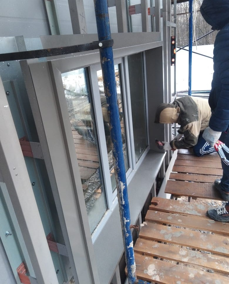 Ремонт в короткие сроки по устройству вентилируемого фасада здания керамогранитными плитами в СПб