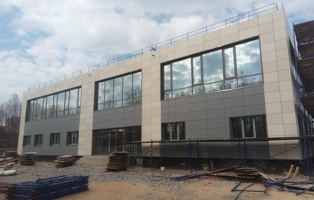 Ремонт в короткие сроки вентилируемого фасада керамогранитными плитами в СПб
