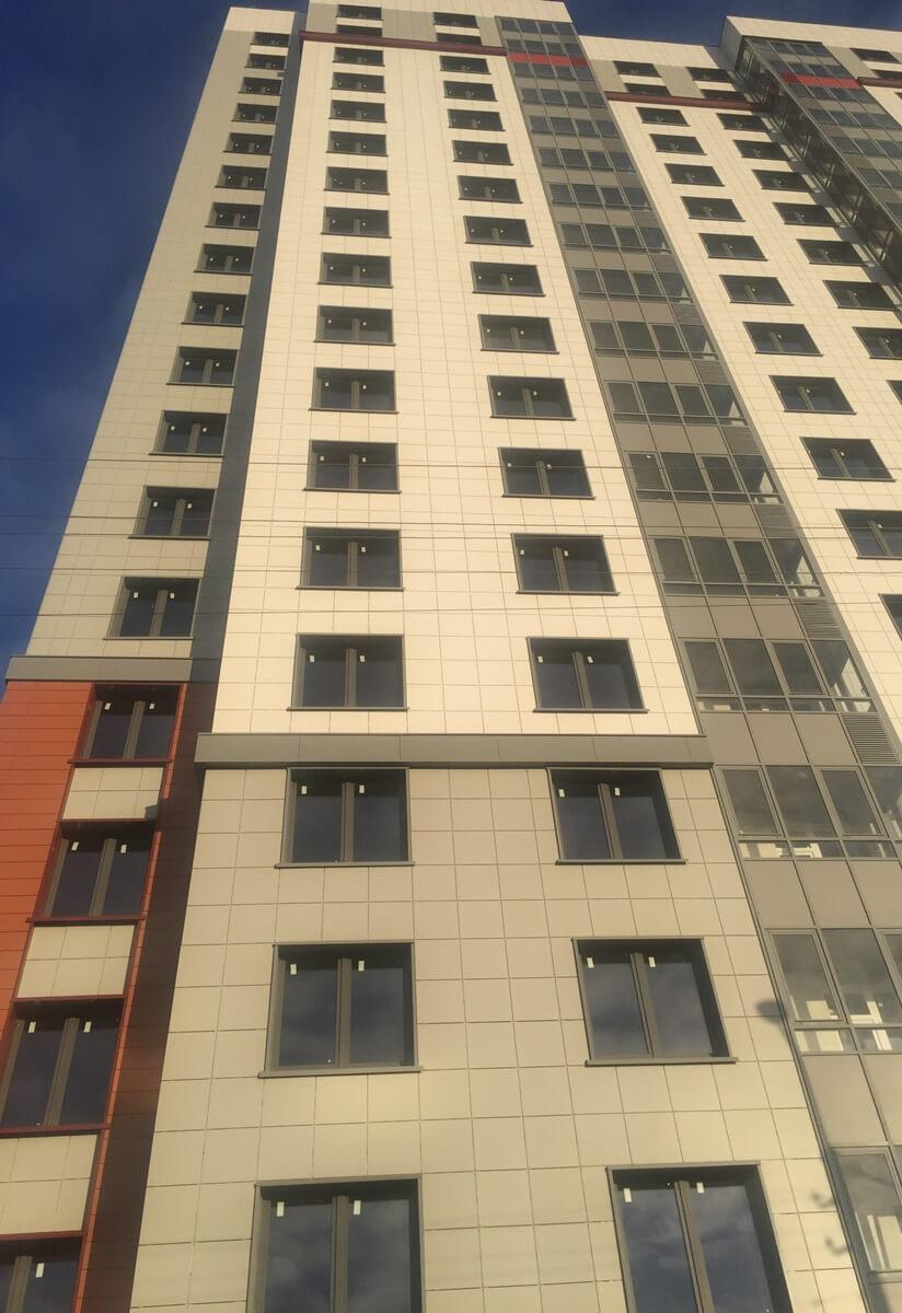 Ремонт фасада здания с облицовкой из керамогранитных плит для ООО ЛенСпецСМУ-Комфорт в Санкт-Петербурге