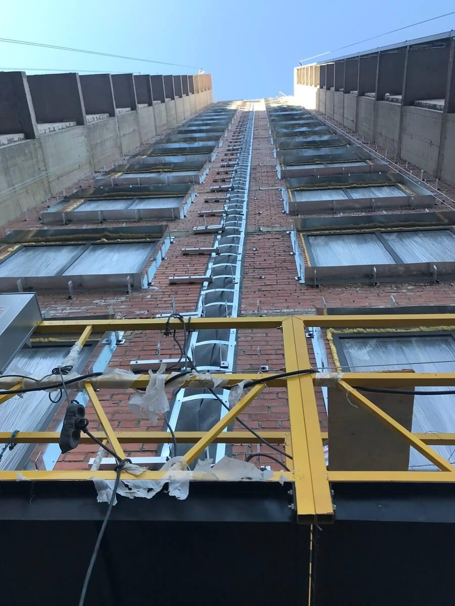 Ремонтные работы по вентилируемым фасадам зданий с облицовкой из керамогранитных плит в СПб