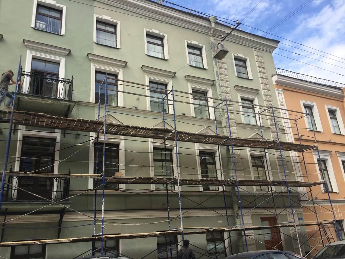 Ремонтные работы, покраска фасада здания в Питере