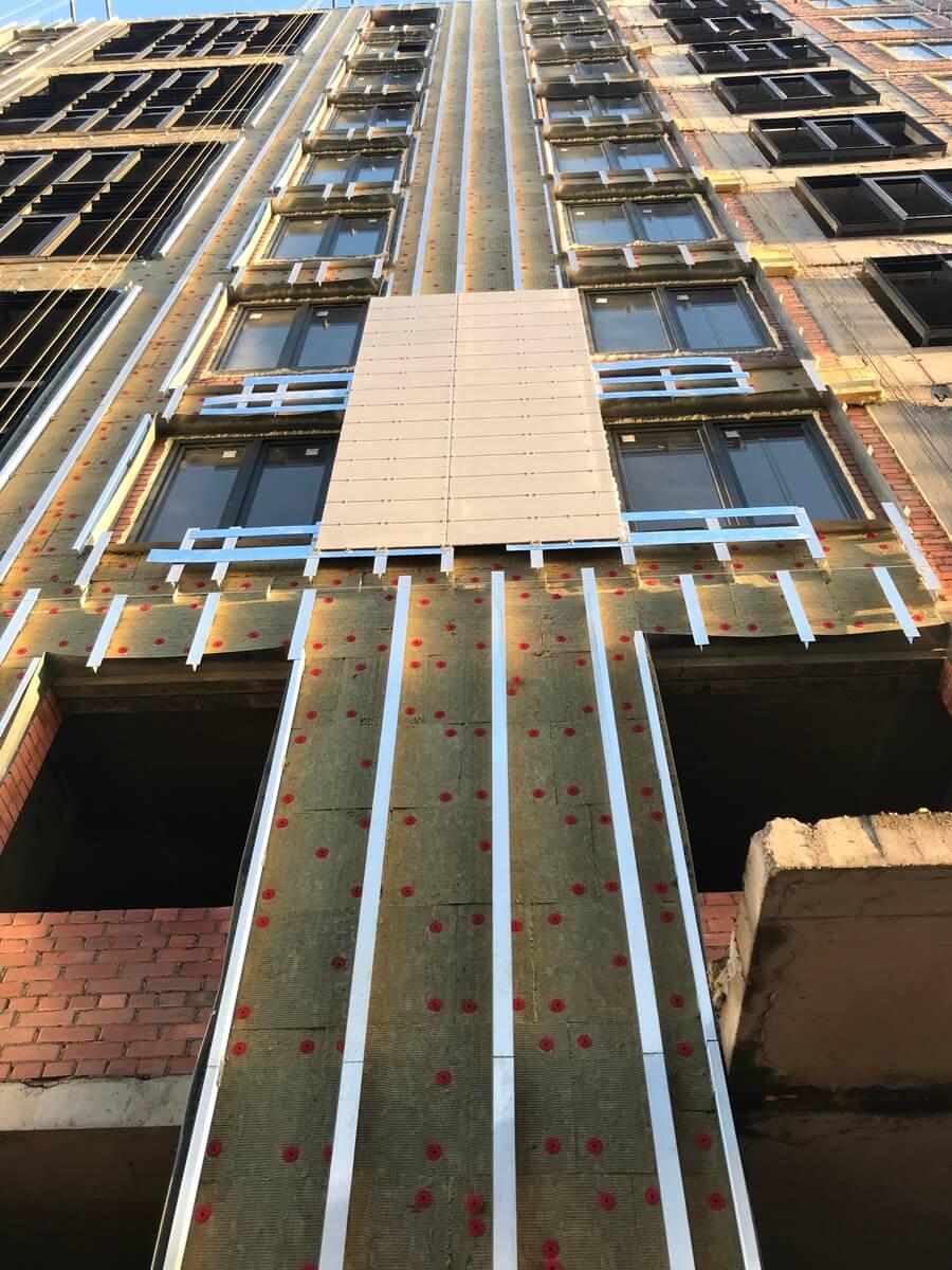 Стоимость работ по ремонту вентилируемых фасадов зданий в СПб