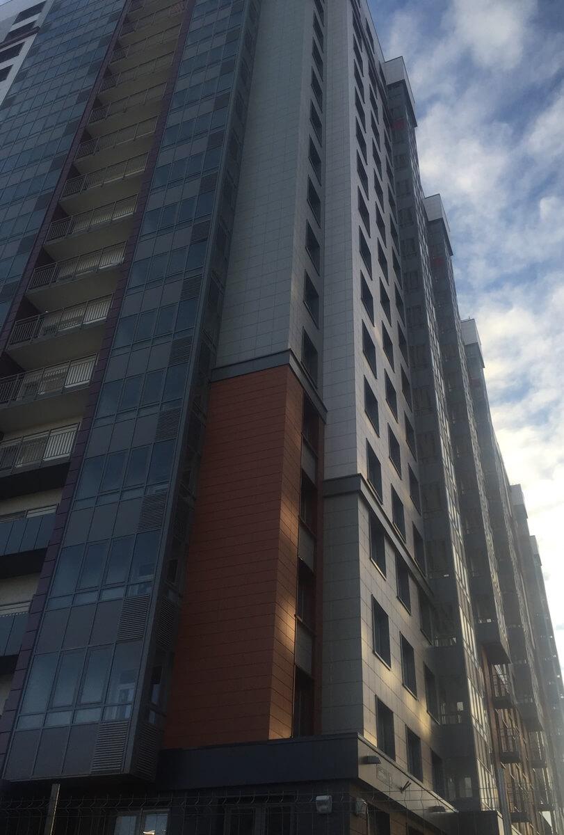 Стоимость работ по устройству и ремонту вентилируемого фасада здания с облицовкой из керамогранитных плит в СПб