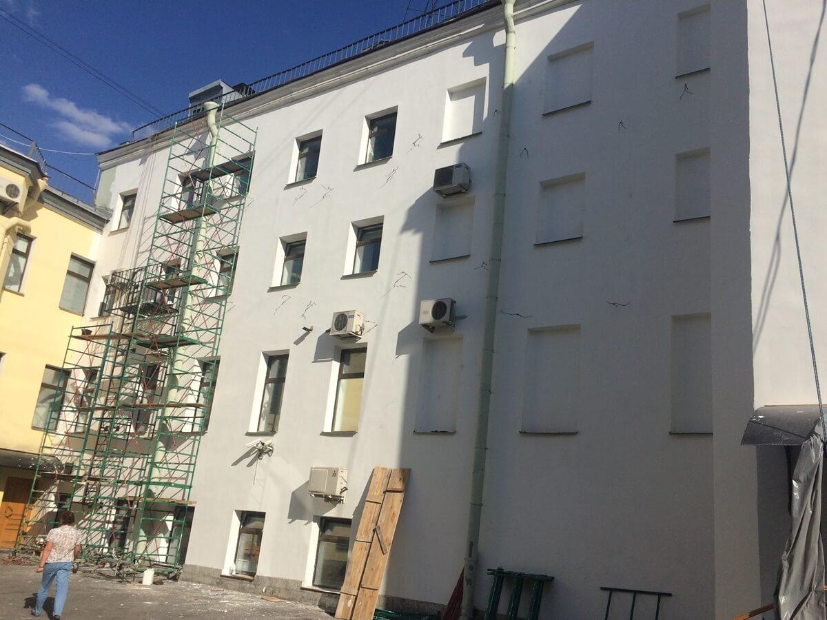 Стоимость ремонта линейных декоративных элементов и штукатурного фасада здания в СПб