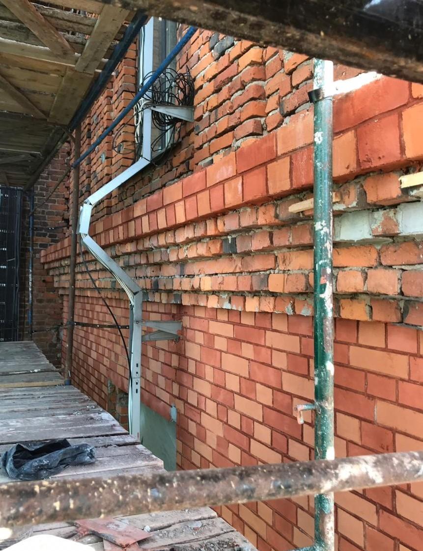 Выполнен в сжатые сроки капитальный ремонт кирпичного фасада на Заставской 33 в СПб