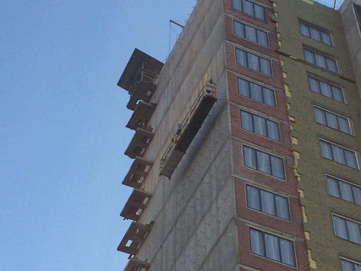 Выполнение качественного ремонта вентилируемых фасадов зданий с облицовкой из керамогранитных плит в Санкт-Петербурге