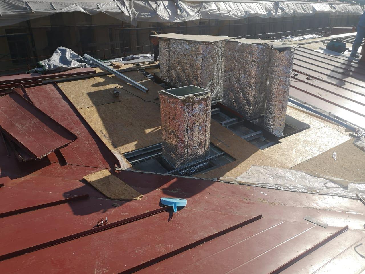 Качественно выполненный монтаж вентиляционных каналов кровли здания с частичной заменой пирога кровли