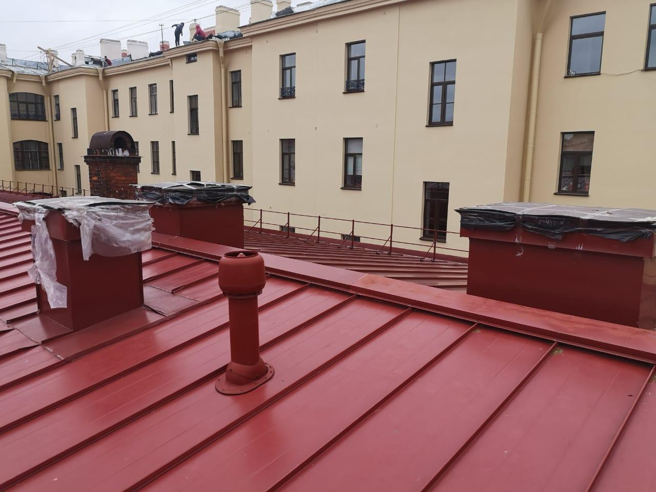 Работы по монтажу вентиляционных каналов кровли здания с частичной заменой пирога кровли в СПб