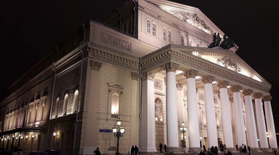 подсветка фасада на архитектурном здании